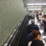 Lanzan campaña en Japón para no caminar en las escaleras mecánicas