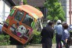 8 heridos en un bus de kínder que invade una acera en Japón