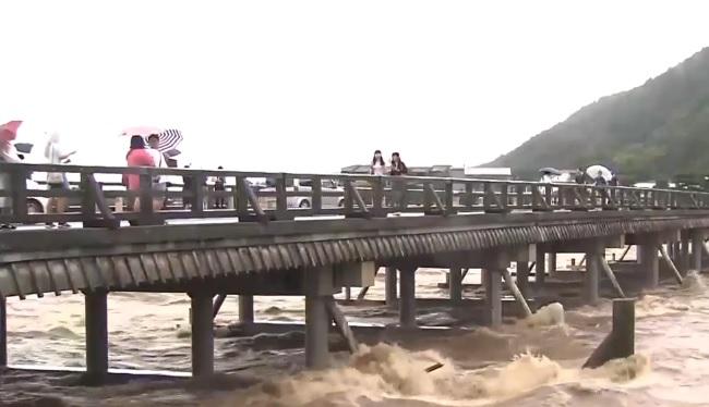 143.000 personas evacuadas por fuertes lluvias en Japón, alertan sobre inundaciones y derrumbes