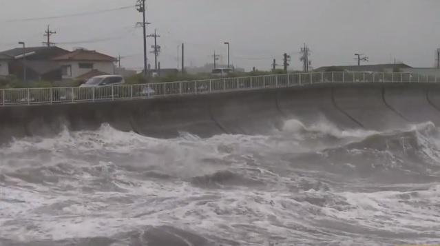 Tifón toca tierra en Tokushima y buscan a 3 estudiantes desaparecidos