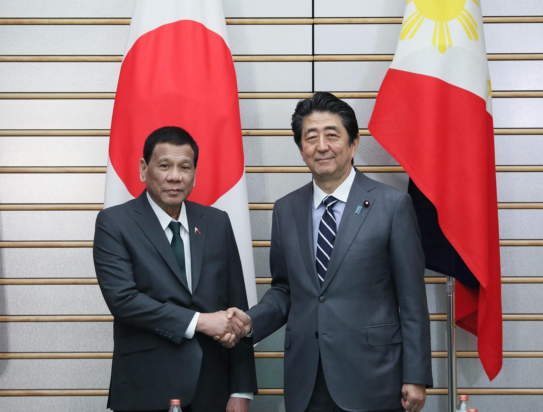 """Presidente de Filipinas en Japón: mujeres hermosas me """"curaron"""" de ser gay"""